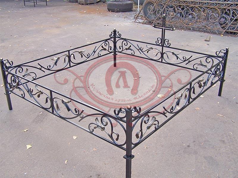 Ритуальная ограда на кладбище