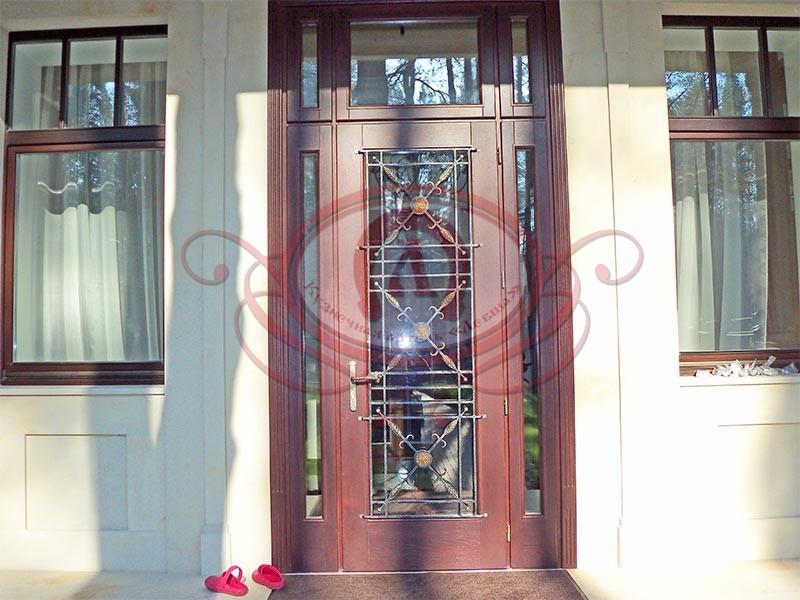 Кованая решётка на входную дверь