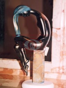 Бронзовая литая статуетка Девушка