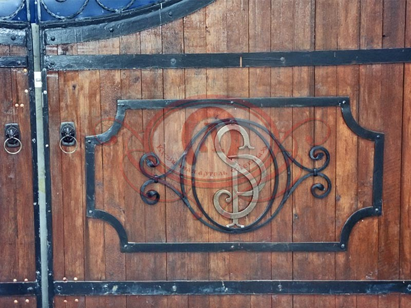 Депкоративная кованая накладка на ворота