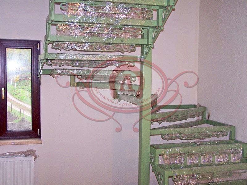 Металлокаркас лестницы