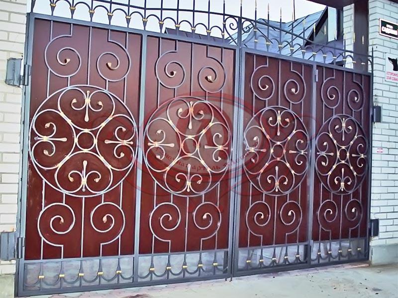 Распашные ворота с металлическим листом