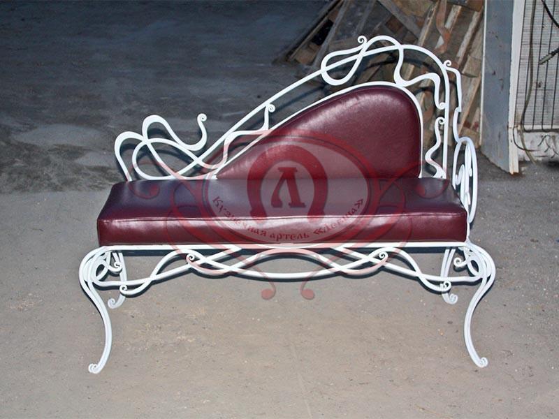 Кованый диван. (материал кожа)