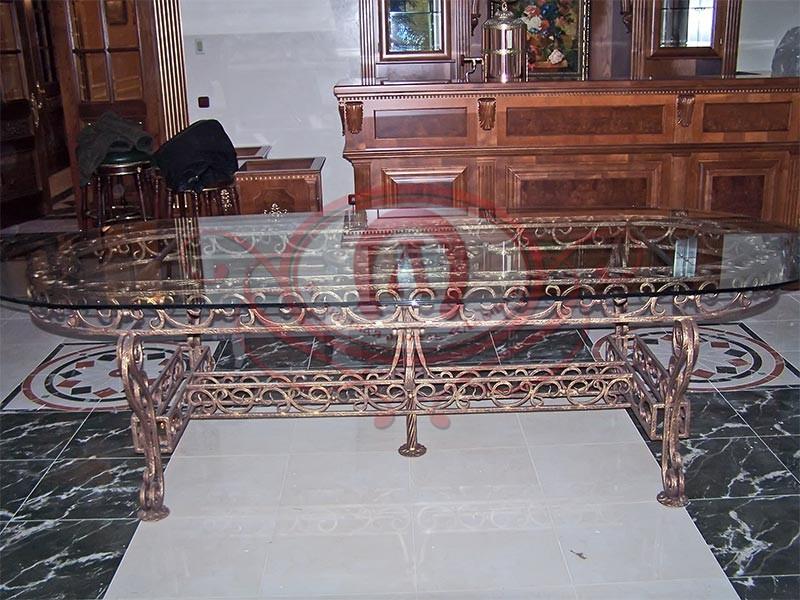 Кованый стол со стеклом