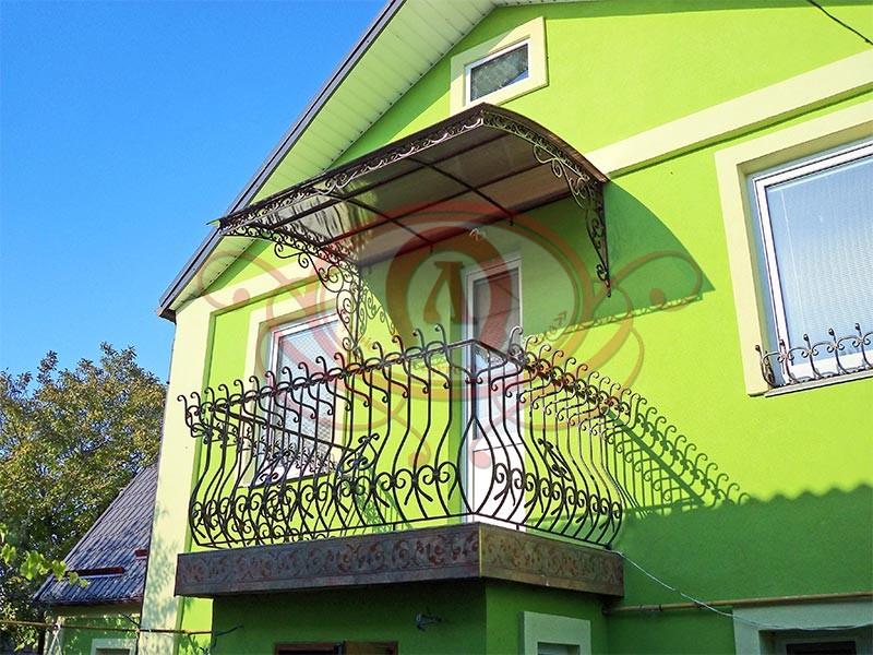 Кованый козырёк на балконе